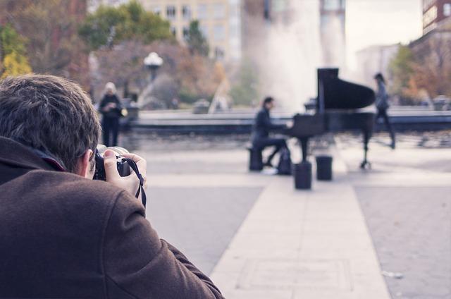 ¿Puedo fotografiar personas en la calle sin su consentimiento?